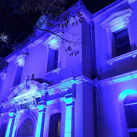 画像:ライトアップされた建物