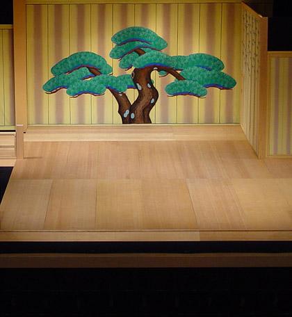 画像:能の舞台